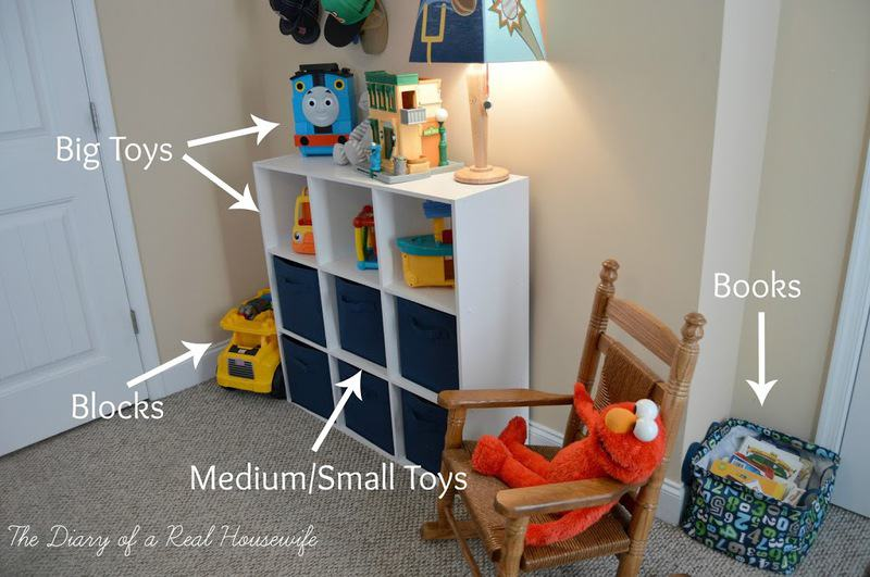 Organize toys in living room for Organize small living room