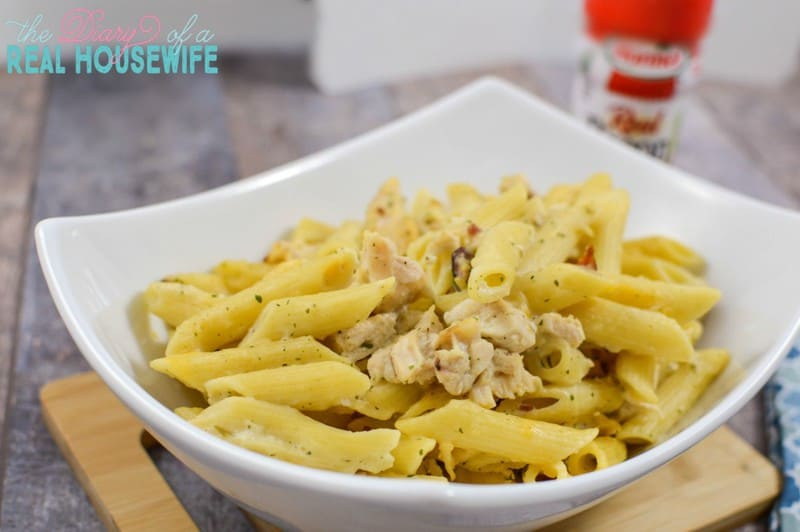 Easy and great dinner. Chicken bacon ranch pasta! Yum!!