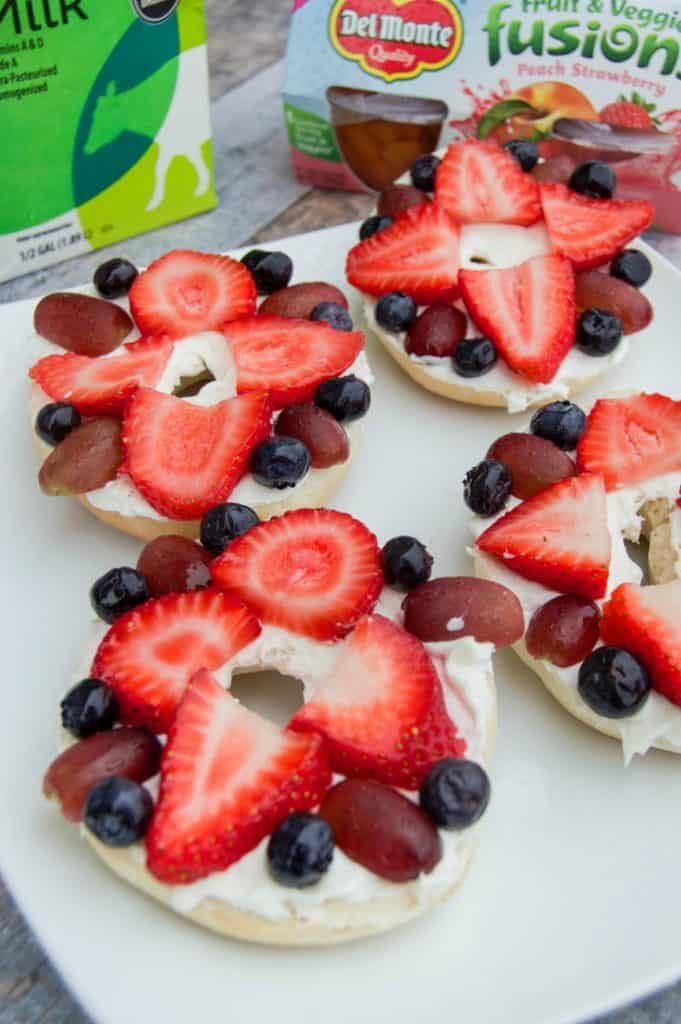 the-best-breakfast-fruit-pizza-bagels