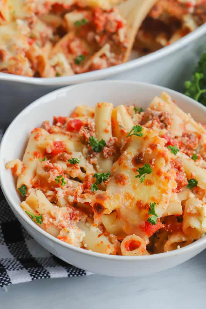 close up picture of Baked Ziti in a white bowl