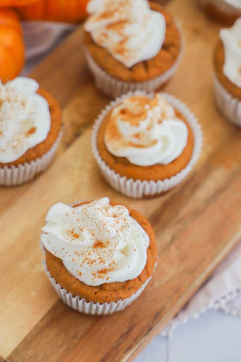 top view pic of pumpkin pie cupcakes
